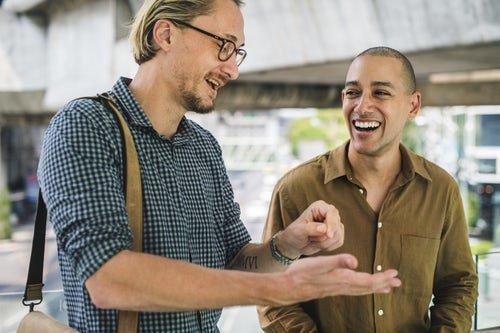 Travailler votre sens de l'humour pour avoir du charisme